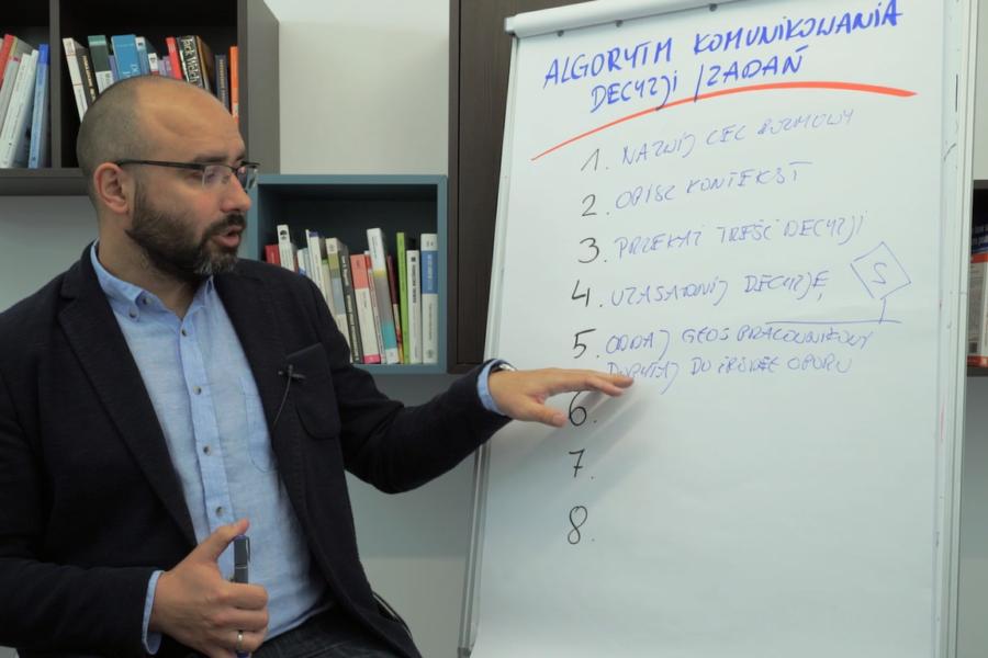 #1 Porcja Wiedzy – Jak przekazywać trudne decyzje?