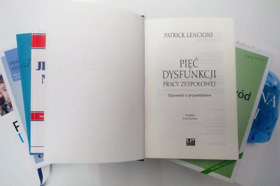 """Polecamy: """"Pięć dysfunkcji pracy zespołowej"""" Patrick Lencioni"""