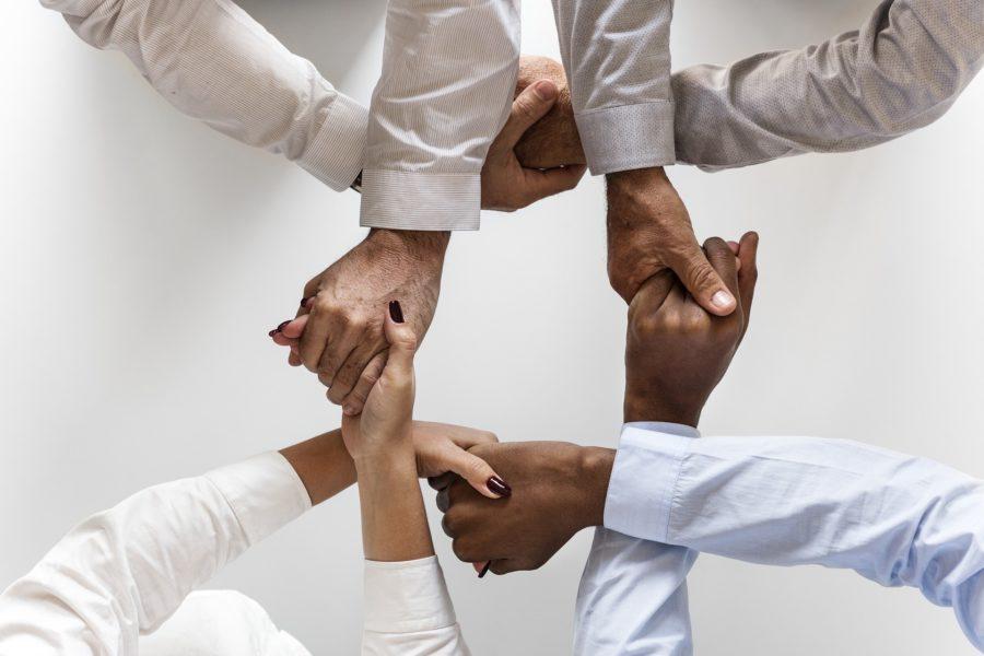 Jak rozwijają się zespoły? Psychologia grupy i procesu grupowego